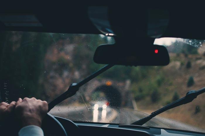 تنهایی مثل سفر کردن است