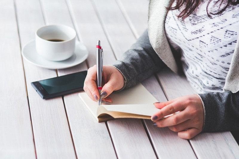نوشتن، ادای دِین به انسانیت است