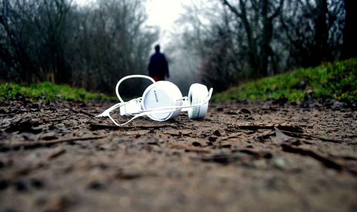 چرا آهنگ گوش میکنیم؟